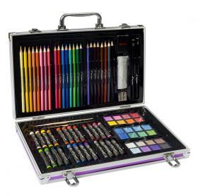 Väska fylld med pennor