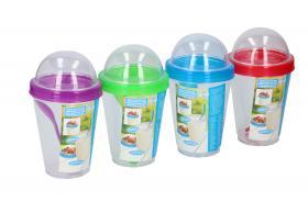 Yoghurtbägare med sked